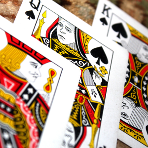 Esta imagem possuí um atributo alt vazio; O nome do arquivo é jogo-de-cartas-1.png